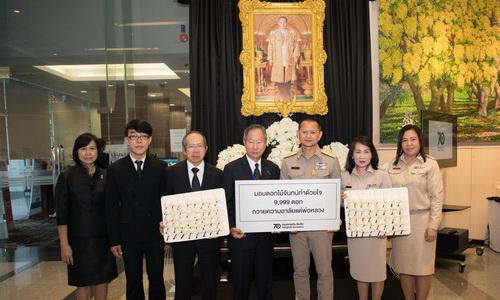 กรุงเทพประกันภัยมอบดอกไม้จันทน์ทำด้วยใจ 9,999 ดอก
